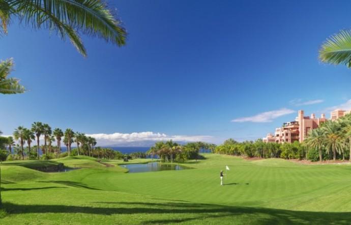 golf-course-golfer-pond-700x450