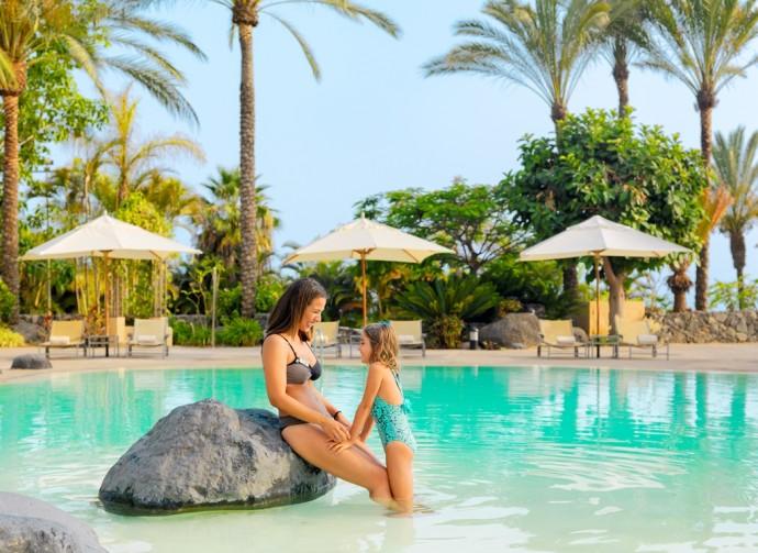 mother-daughter-main-swimming-pool-citadel_1